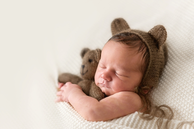 Carmel, Indiana Newborn photography by Roxana Snedeker